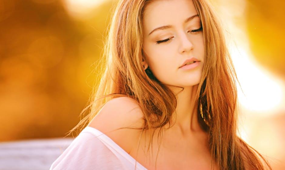金髪や白い肌が魅力的な女性