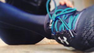 sports-shoes-leg