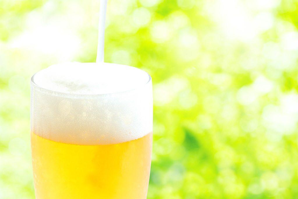 コップギリギリまで注がれているビール