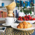 朝ごはんは筋トレ前後どちらに食べるべき?!おすすめコンビニメニューも紹介
