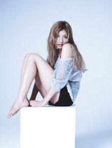 モデル・ローラの美脚画像