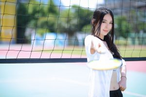 woman-badminton